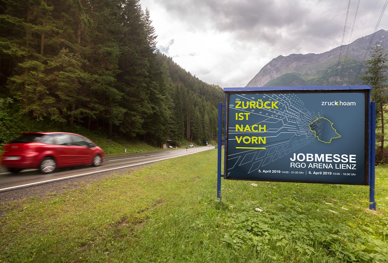 Plakatwand Zruck Hoam